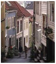 Bergen, narrow street. Photo Oddleiv Apneseth Bergen Tourist Board