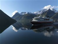 Hurtigruten in Hjorundfjord. Photo by Erika Tiren, Hurtigruten