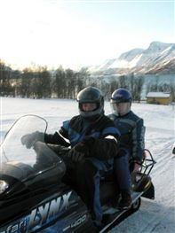 Snowmobile at Lyngsfjord. Photo by Lyngsfjord adventures